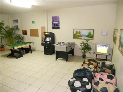 BEST COMPANY EMPLOYEE MOTIVATIONAL GAME ROOM IDEA by richardblank