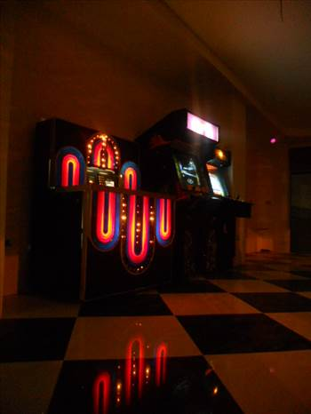 COSTA RICA JUKE BOX AND VIDEO GAMES CALL CENTER.JPG by richardblank