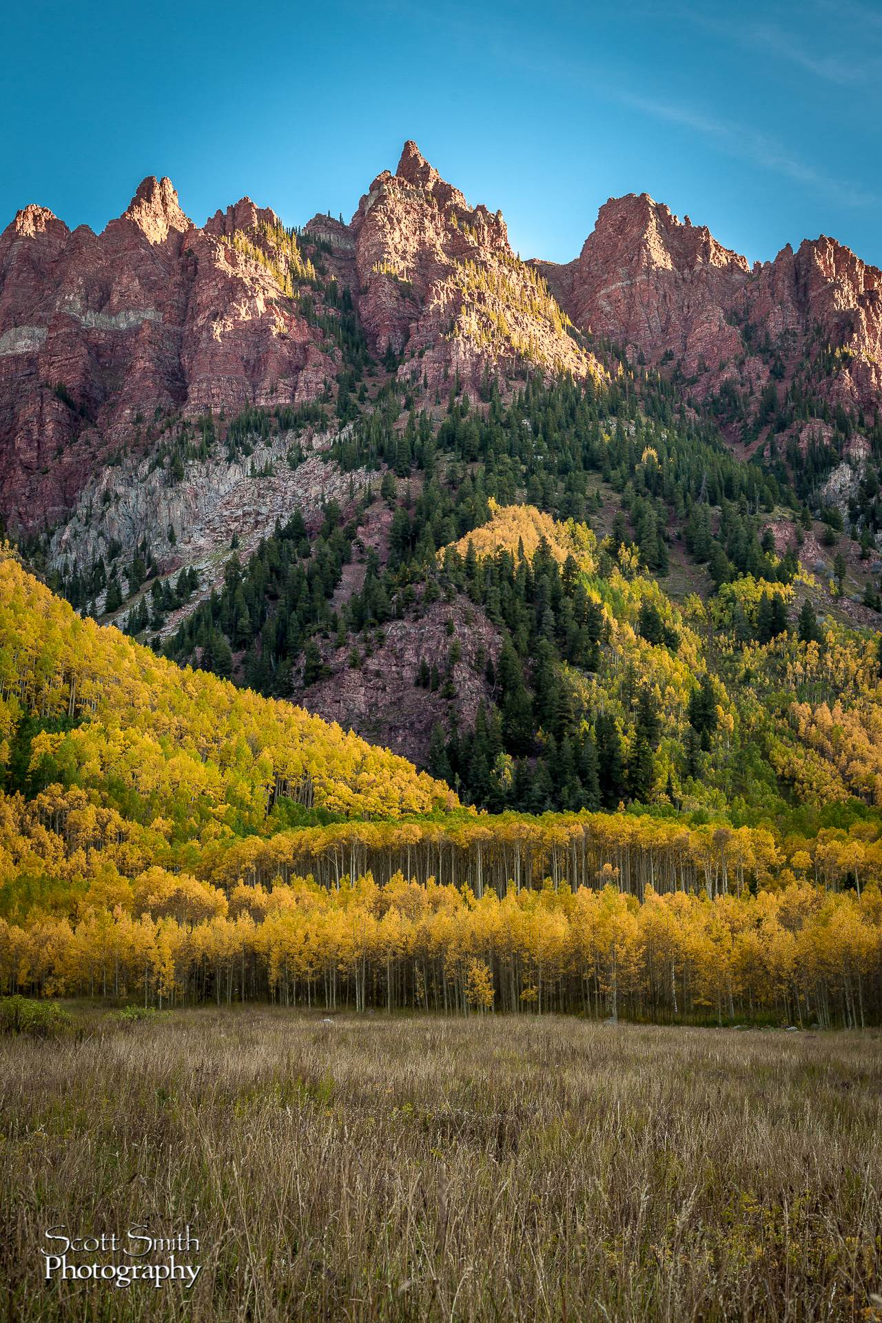 Maroon Bells - To the Right Spectacular view to the right when entering the Maroons Bells area. by Scott Smith Photos