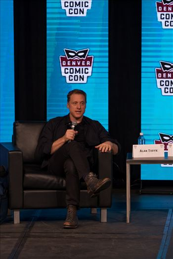 Alan Tudyk 2 at Denver Comic Con 2018 by Scott Smith Photos