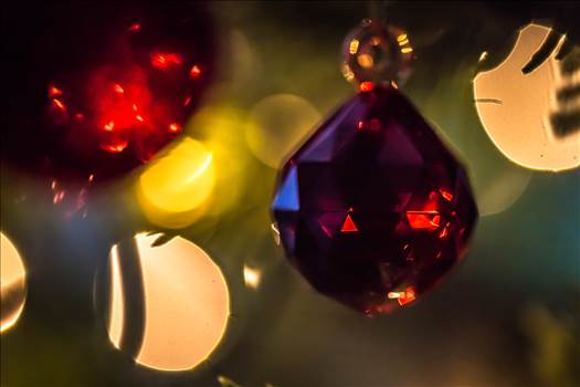 Red bauble-8347.jpg - undefined