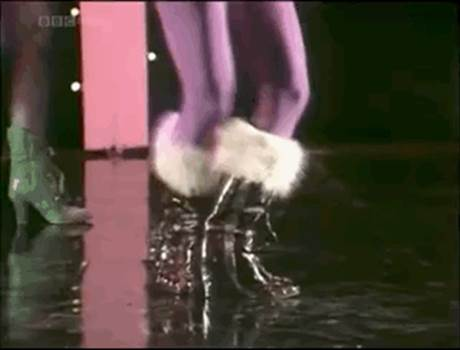 My Feet Keep Dancing - Gill.gif by Windy Miller