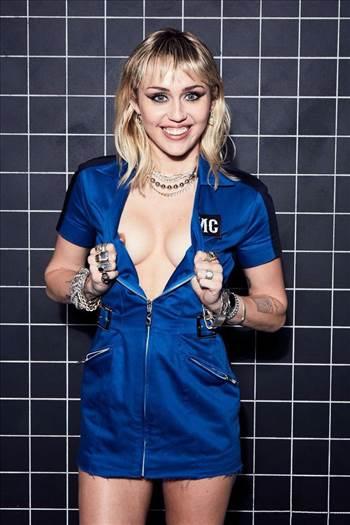 Miley-Cyrus-Sexy-Body-74-1.jpg by Windy Miller