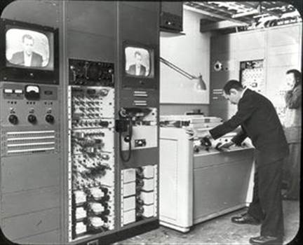 300px-0012_-_ampex_video_recorder.jpg by JohnBunker