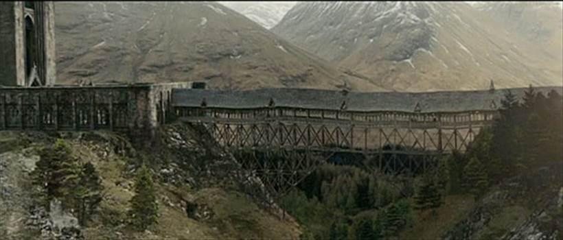 20110713_harrypotterbests-hogwartsbridge.nocrop.w670.h239.jpg by Seductive Hogwarts Mule